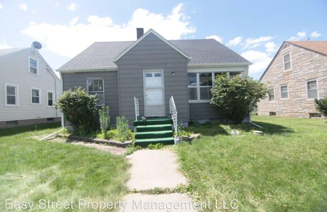 2318 Davie St - 2318 Davie Street, Davenport, IA 52804