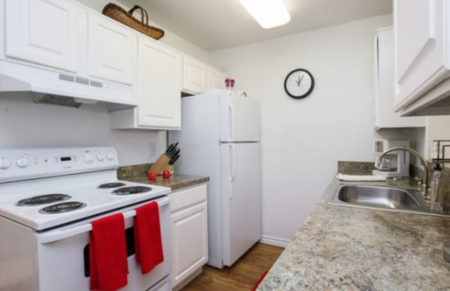 Lakewood Apartments - 11000 Gatesden Dr, Tomball, TX 77377