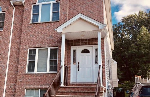 27 Malibu Court - 27 Malibu Court, Staten Island, NY 10309