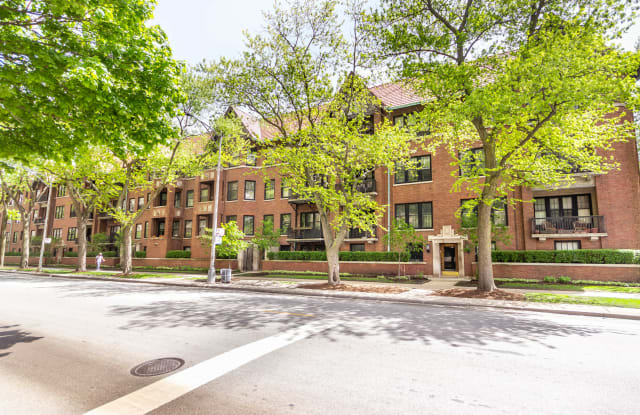 1617 East Hyde Park Boulevard - 1617 East Hyde Park Boulevard, Chicago, IL 60615