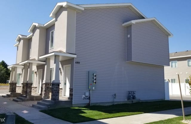 680 Saturn Ave Unit C - 680 Saturn Ave, Idaho Falls, ID 83402