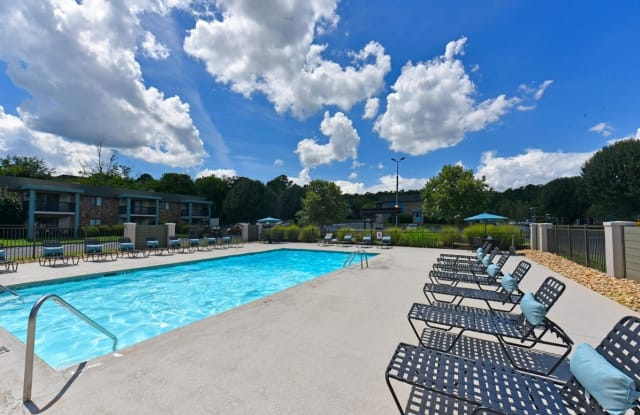 The Grove at Hickory Valley - 1521 Hickory Valley Rd, Chattanooga, TN 37421