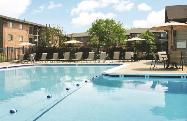 THE MANOR/THE MANOR EAST APARTMENTS - 28 Fort Evans Rd NE, Leesburg, VA 20176
