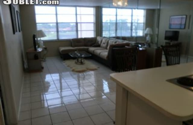 9470 Live Oak Pl - 9470 Live Oak Place, Davie, FL 33324