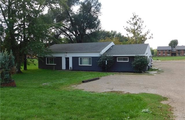 638 S S Grand Avenue Avenue - 638 S Grand Ave, Fowlerville, MI 48836