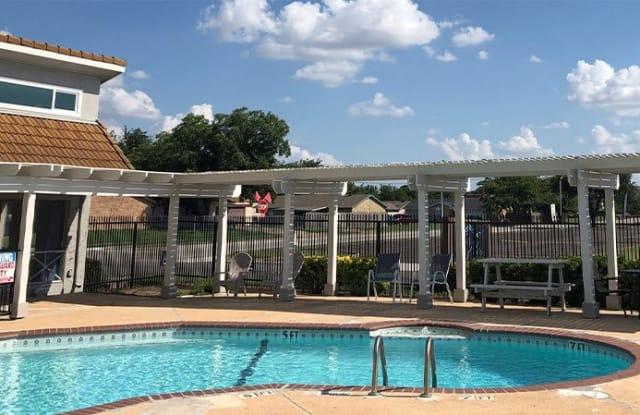 Villas at the Parks - 3638 Waverly Dr, Arlington, TX 76015