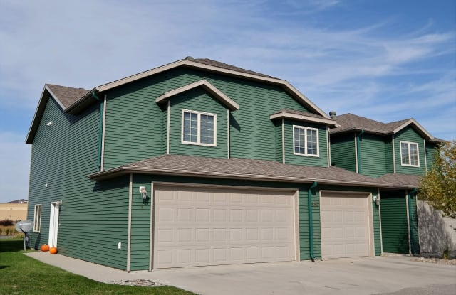 Townhomes at Mallard Creek - 302 37th Avenue South, Moorhead, MN 56560