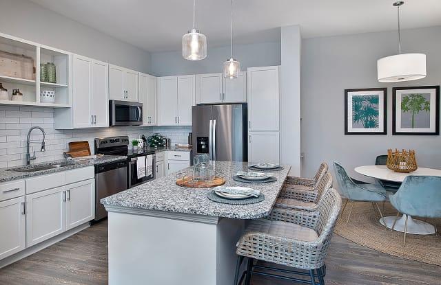 The Edison Apartments - 5015 Mina Cir, Fort Myers, FL 33905