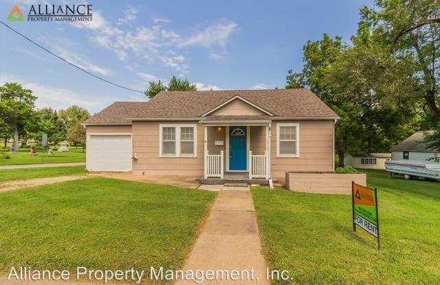 1310 8th St - 1310 8th Street, Wamego, KS 66547