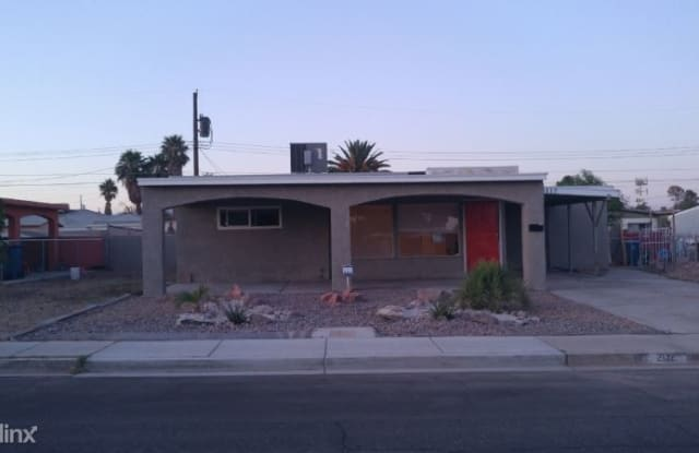 2117 Franklin Ave - 2117 Franklin Avenue, Las Vegas, NV 89104