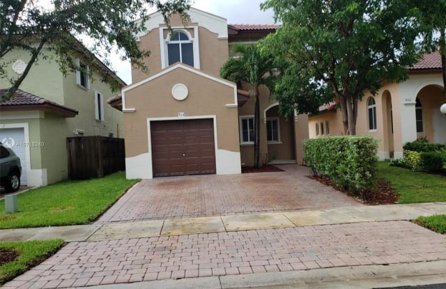 924 NE 41st Ave - 924 Northeast 41st Avenue, Homestead, FL 33033