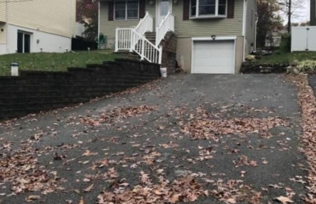 413 WILLS AVE - 413 Wills Avenue, Hopatcong, NJ 07874