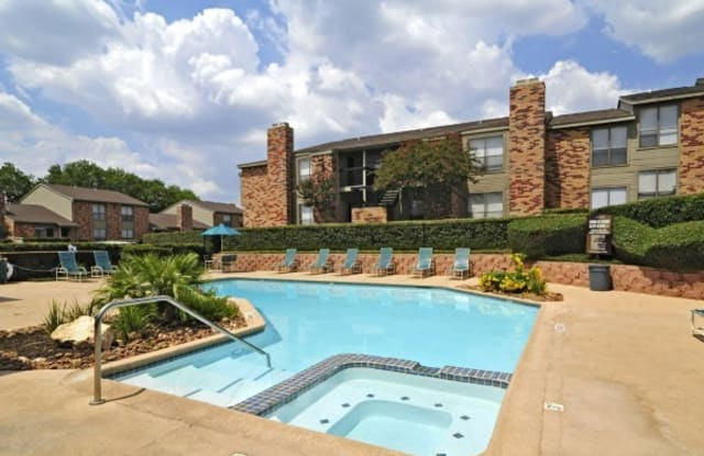 Biltmore Park - 1111 Vista Valet, San Antonio, TX 78216
