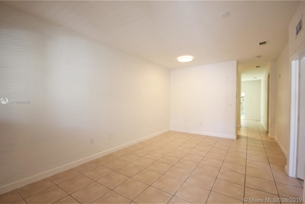 1660 SE 29th St - 1660 Southeast 29th Street, Homestead, FL 33035