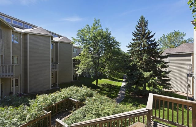 MacLaren Hill - 1351 Carling Dr, St. Paul, MN 55108