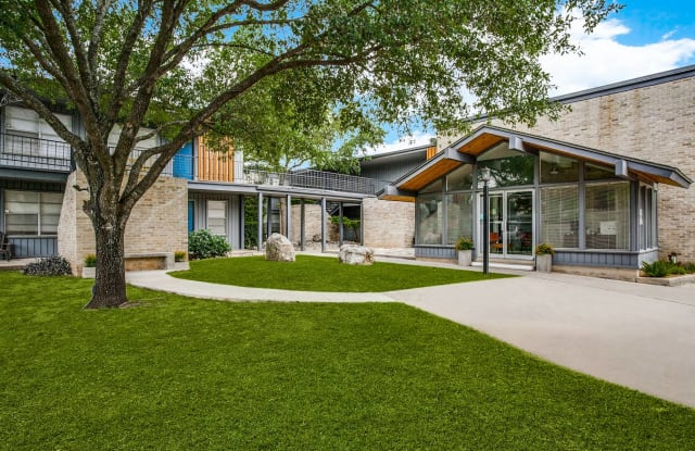 The Village Oaks - 8011 N New Braunfels Ave, San Antonio, TX 78209