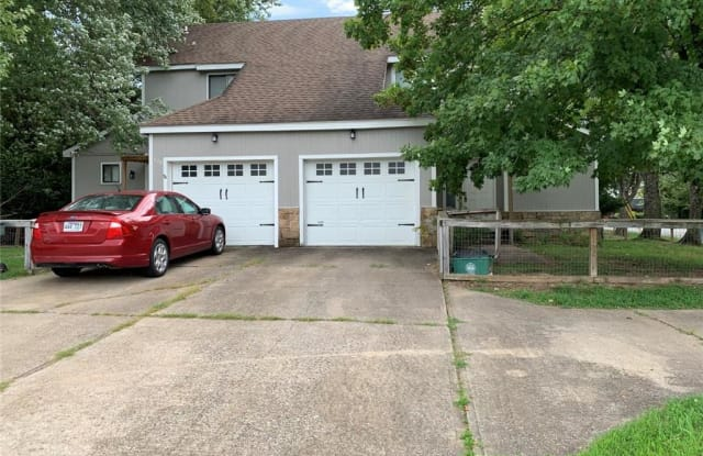 576 S Sang AVE - 576 South Sang Avenue, Fayetteville, AR 72701