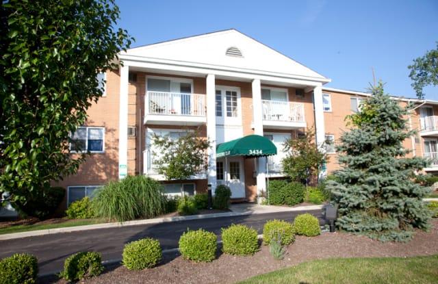 Executive Club - 3434 E Brainard Rd, Woodmere, OH 44122