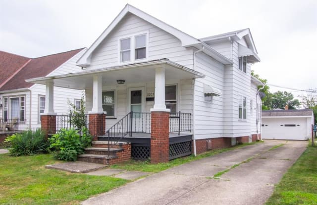 3203 Ingleside Dr - 3203 Ingleside Drive, Parma, OH 44134