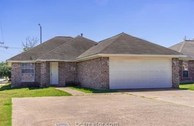824 Avenue - 824 Avenue A, College Station, TX 77840