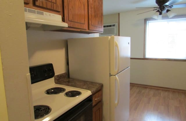 Royal Oaks Apts. - 245 99th Ave NE, Blaine, MN 55434