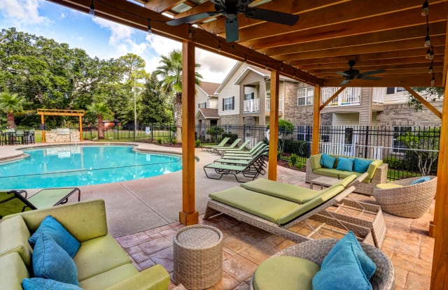 Majestic Oaks - 7840 Lilac Ln, Ferry Pass, FL 32514