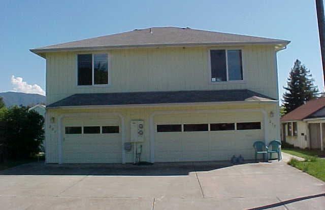 221 NE Steiger St - 221 Northeast Steiger Street, Grants Pass, OR 97526