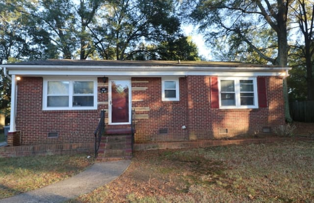 661 Reeves Ave - 661 Reeves Ct, Charlotte, NC 28208