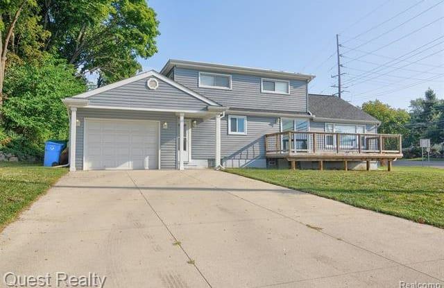 1652 Union Lake Road - 1652 Union Lake Road, Commerce, MI 48382