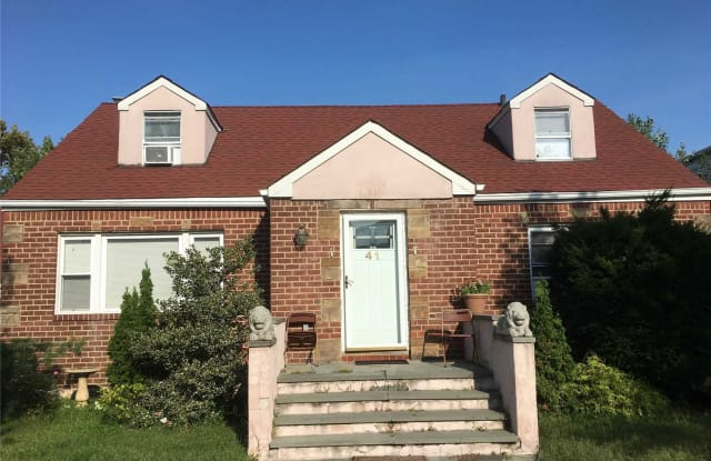 41 Ostend Rd - 41 Ostend Road, Island Park, NY 11558
