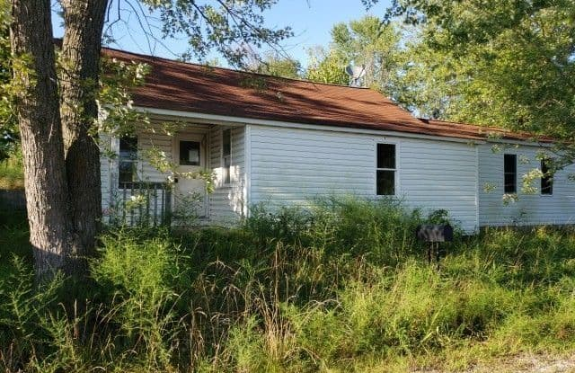 305 E Missouri Ave - 305 East Missouri Avenue, Bland, MO 65014