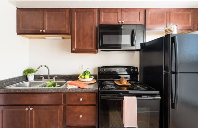 Maple Oaks Townhomes - 2743 El Camino Dr, Middletown, OH 45044