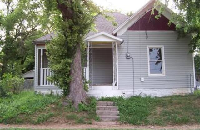 536 South Broadway Avenue - 536 S Broadway Ave, Springfield, MO 65806