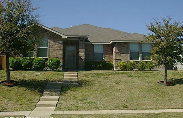 2925 Rising Crest Dr - 2925 Rising Crest Drive, Lancaster, TX 75134