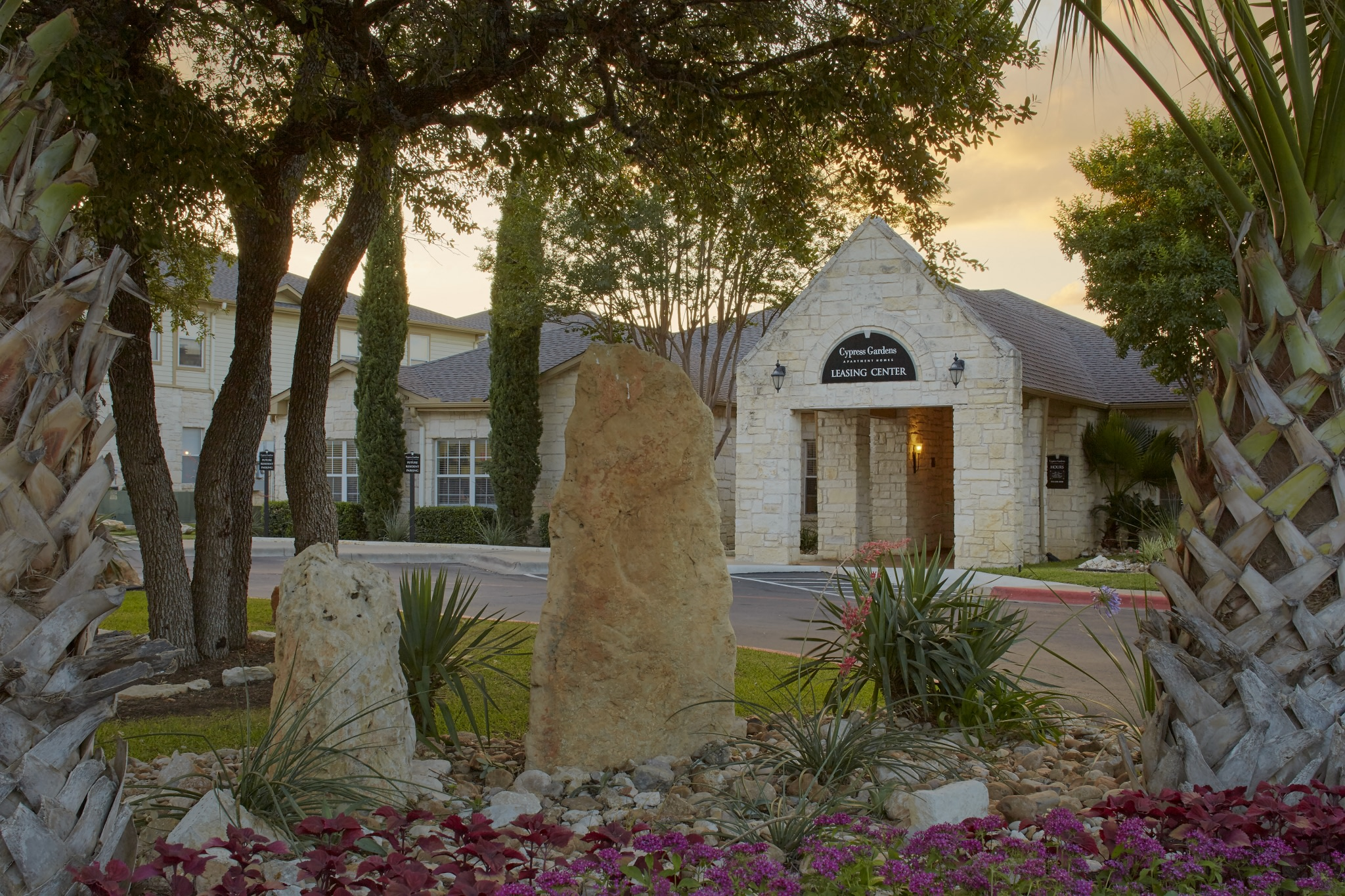 Cypress Gardens - Apartments for rent