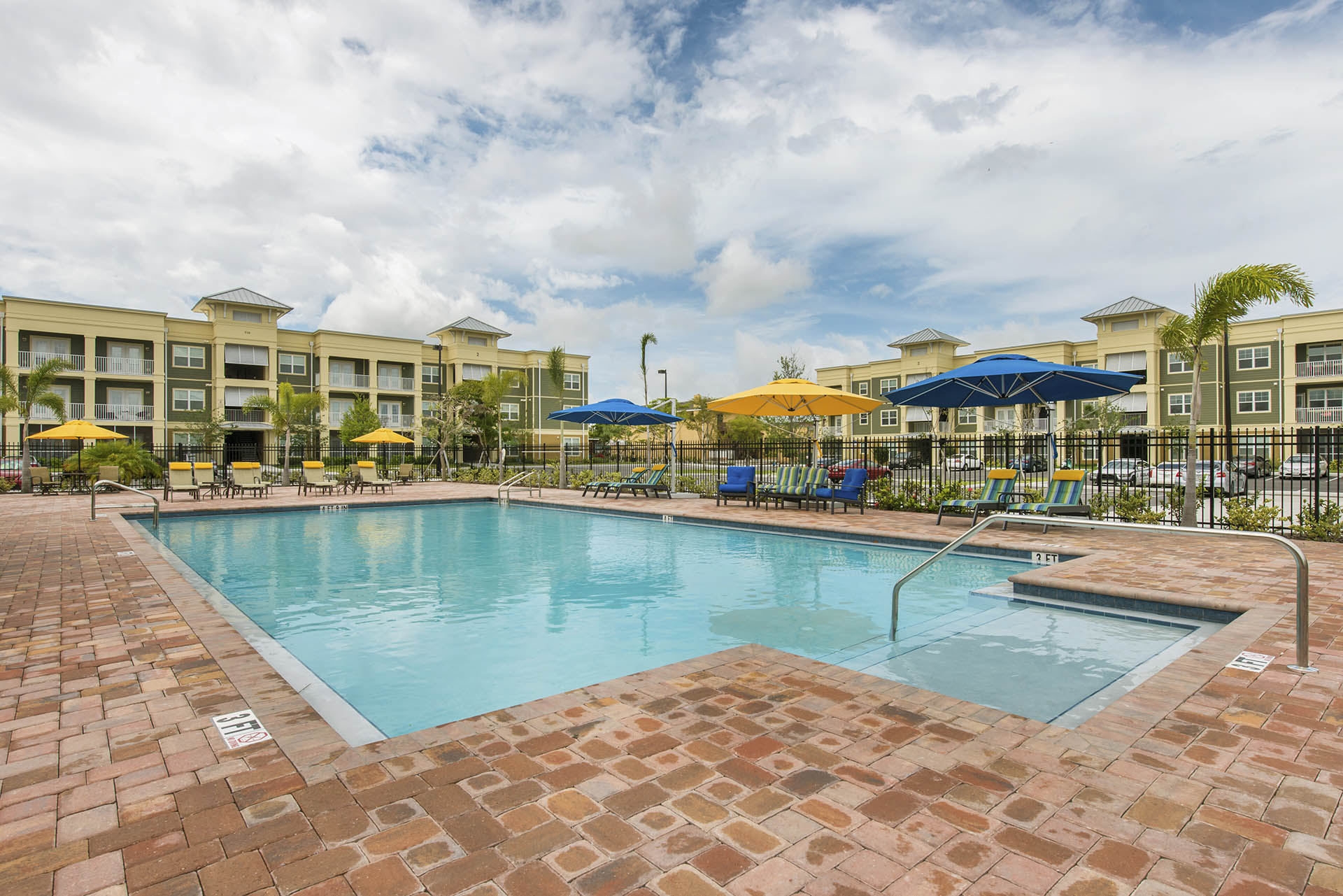 4530 PINEBROOK CIRCLE - Bradenton, FL apartments for rent