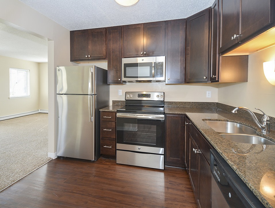 Image of Royal Oaks Apartments at 3515 Federal Dr Saint Paul MN