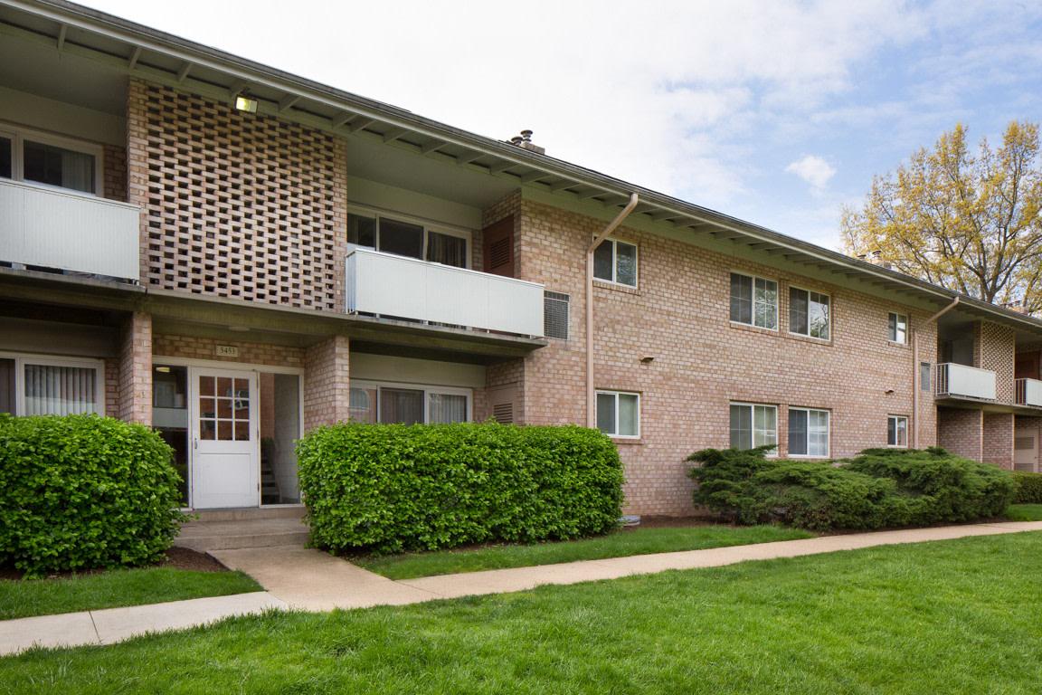 Lynbrook at Mark Center Apartment Homes