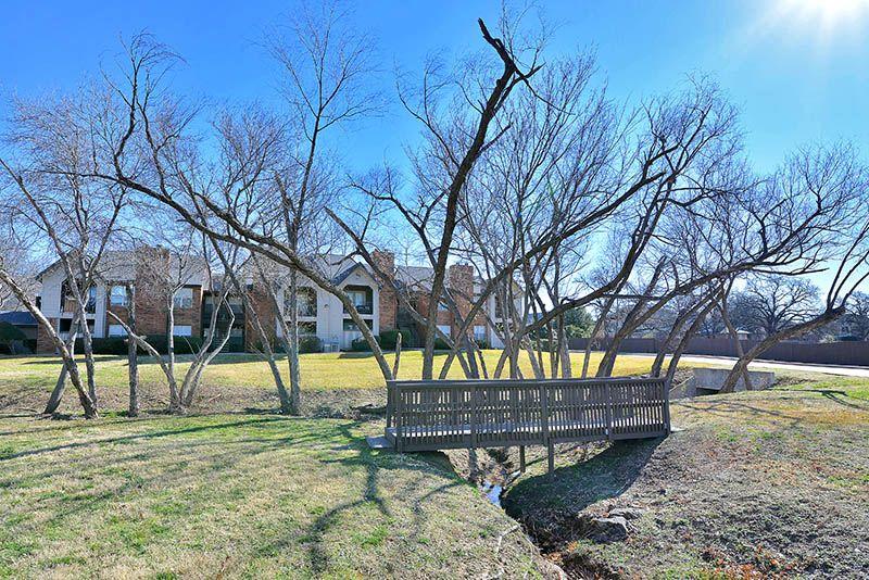 Image of Huntington Glen Apartments at 2900 Harwood Rd Bedford TX