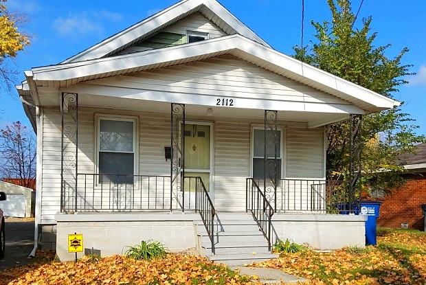 2112 Airline Ave - 2112 Airline Avenue, Toledo, OH 43609