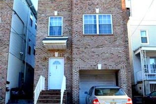 106 MCADOO AVE - 106 Mcadoo Avenue, Jersey City, NJ 07305