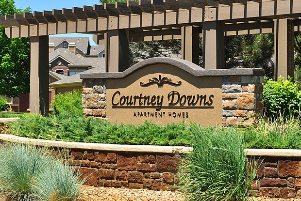 Courtney Downs Apartment Homes - 15849 E Jamison Dr, Englewood, CO 80112