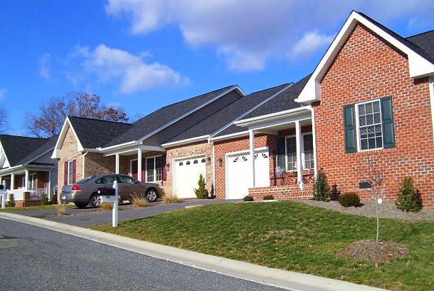 476 HICKORY GROVE CIR - 476 Hickory Grove Circle, Harrisonburg, VA 22801