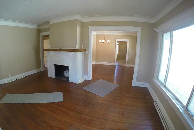 808 Lodge Ave - 808 Lodge Avenue, Toledo, OH 43609