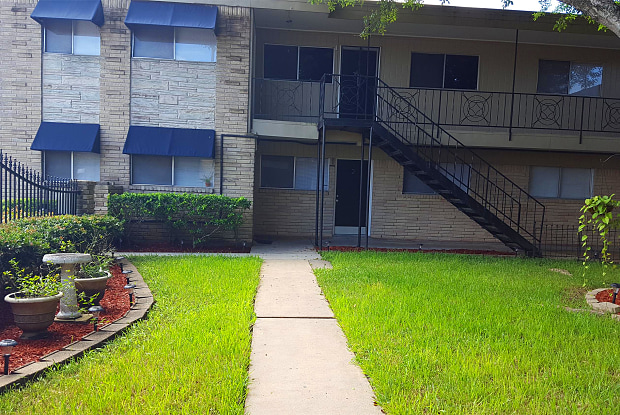 105 North Rock Island Street - 11 - 105 N Rockisland St, Angleton, TX 77515