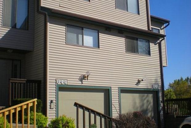 673 Westwinds Drive - 673 Westwinds Drive, Iowa City, IA 52246