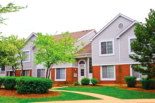 Savannah Trace Apartments - 1421 Carolina Ct, Schaumburg, IL 60193