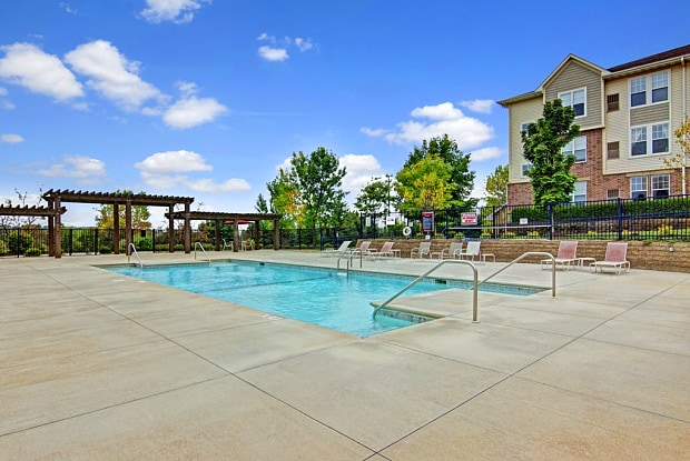 Stoneleigh at the Reserve - 5200 Annapolis Ln N, Plymouth, MN 55446