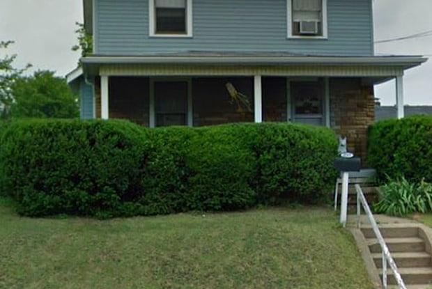 2717 11th St SW - 2717 11th St SW, Canton, OH 44710
