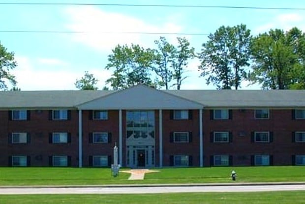 Liberty Circle Apartments - 2211 Tower Blvd, Lorain, OH 44053